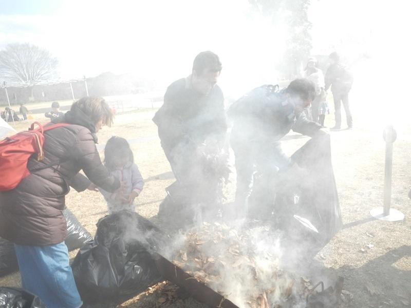 200113落ち葉で焼きいも作り体験 (2)
